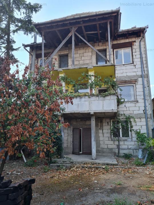 Oportunitate! Casa/Vila de vanzare zona Mihai Eminescu(Velenta) S+P+2E+M  453 mp ideal pentru 2 fami