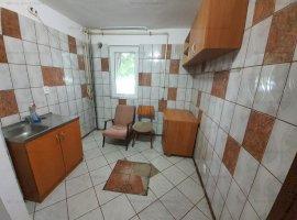 Vanzare apartament 2 camere, necesita renovare, zona Vest-Lamaita