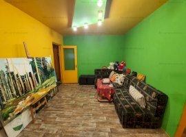 Vanzare apartament 3 camere, zona Malu Rosu