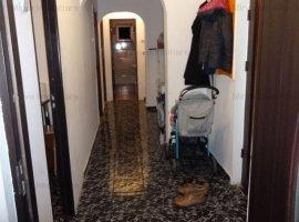 Vanzare apartament 4 camere, decomandat, semimobilat, zona Marasesti