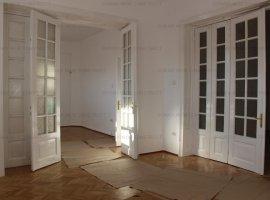 Dacia, apartament 4 camere parter