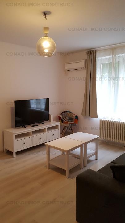 Apartament de 3 camere, decomandat, in Piata Romana