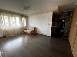 Apartament la casa 4 camere + 450mp teren zona Sub Arini