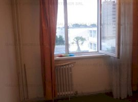 Vanzare apartament 3 camere in Trivale etaj intermediar