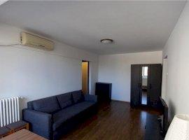 Inchiriez apartament 3 camere Piata amzei / Victoriei ( vedere stradală )