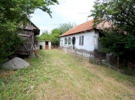 Casa in Com Plesoiu la 19 km de Slatina !!