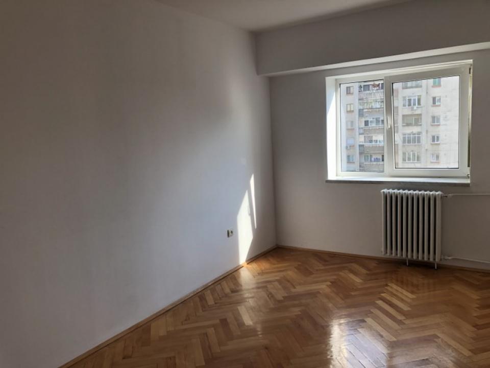 EXCLUSIVITATE Apartament 3 camere nemobilat in Ploiesti, zona Ultracentrala.