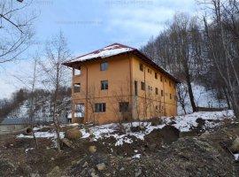 Pensiune 30 de camere si teren 1,466 mp in Chiojdu, Buzau