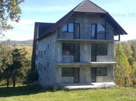Pensiune de vanzare in zona turistica Sohodol-Bran