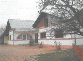 Casa de locui cu anexe si teren