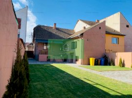 Casa recent renovata cu 250 mp de curte libera de vanzare in Sibiu
