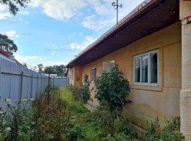Casa de vanzare zona centrala Carpinis, 37.000 euro
