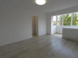 Apartament de vanzare cu 3 camere in Calea Sagului.