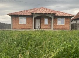 Casa individuala pe parter la Dinias