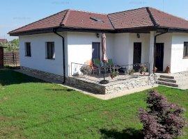 Casa 4 camere parter, 98 mp utili, curte 462, între 2 păduri