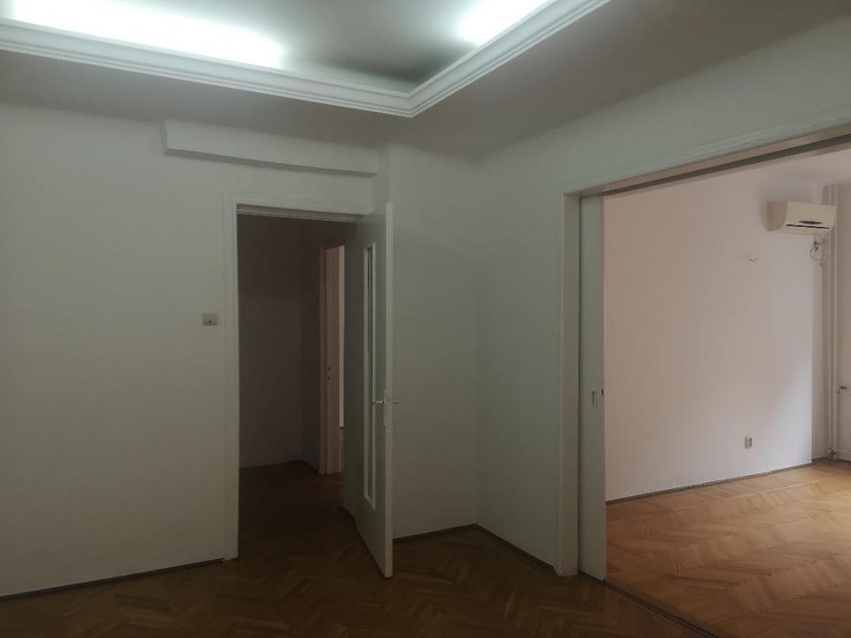 Piata Romana-Amzei,apartament nemobilat,liber