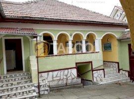 Casa individuala de vanzare 1672 mp teren in Poiana Sibiului