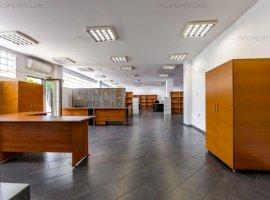Spațiu pentru birouri, mobilat și luminos.