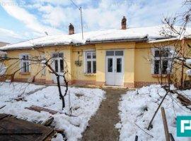 Casă cu 3 camere în zona Pârneava