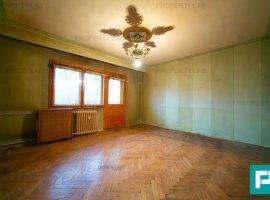 Apartament cu 3 camere decomandate si 2 balcoane la etajul 1
