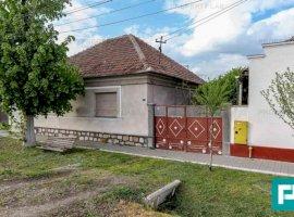 Casă pe strada principală în Vladimirescu