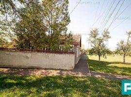 Casa 3 camere si gradină mare in Sanicolau Mic