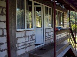 Vanzare  casa  2 camere Valcea, Stoenesti  - 27800 EURO