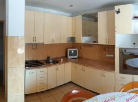 Inchiriere  apartament  cu 3 camere  decomandat Brasov, Fagaras  - 240 EURO lunar