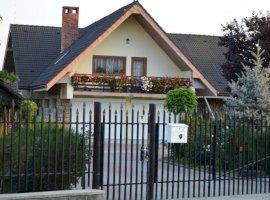 Vanzare  casa  3 camere Bacau, Targu Trotus  - 400000 EURO