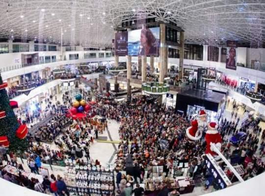 Dezvoltatorii centrelor comerciale investesc sute de mii de euro in patinoare si in amenajarea targurilor de Craciun
