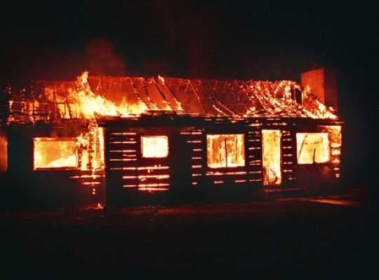 Cei care construiesc sau fac modificări clădirilor trebuie să deţină autorizaţia de securitate la incendiu . Vezi de cand.