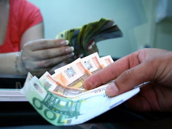 Cursul leu/euro a sărit de 4,63 lei în şedinţa interbancară